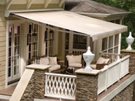 retractable-outdoor-awning